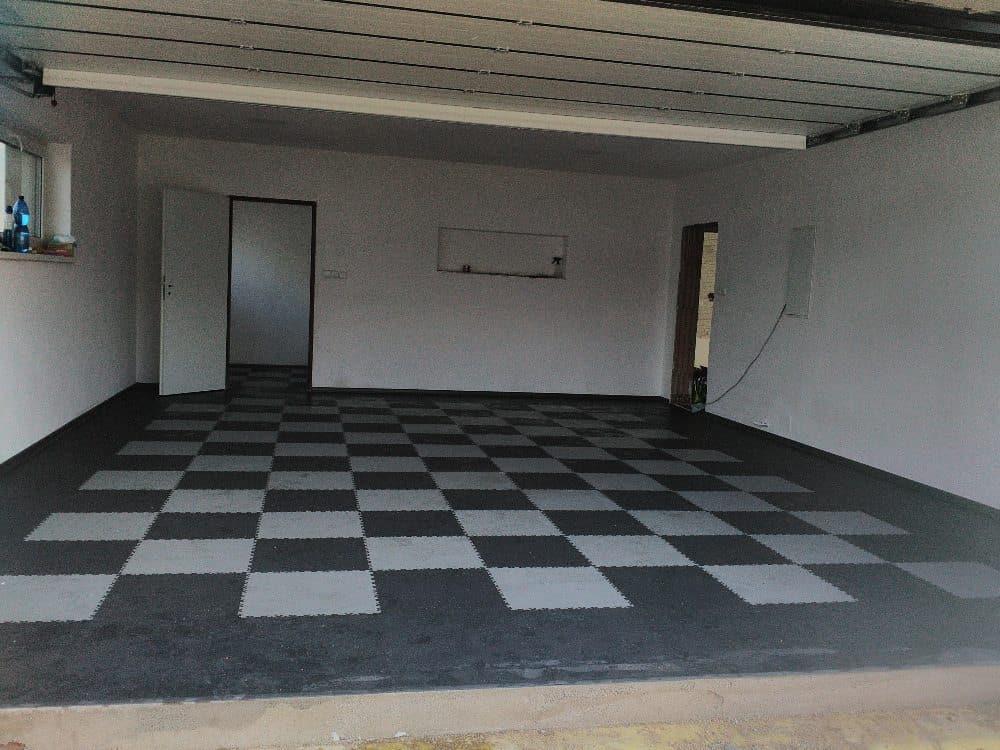 Czarno-biały garaż