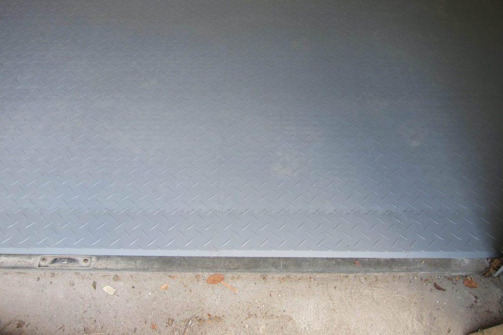 Szara podłoga w garażu, Niemcy