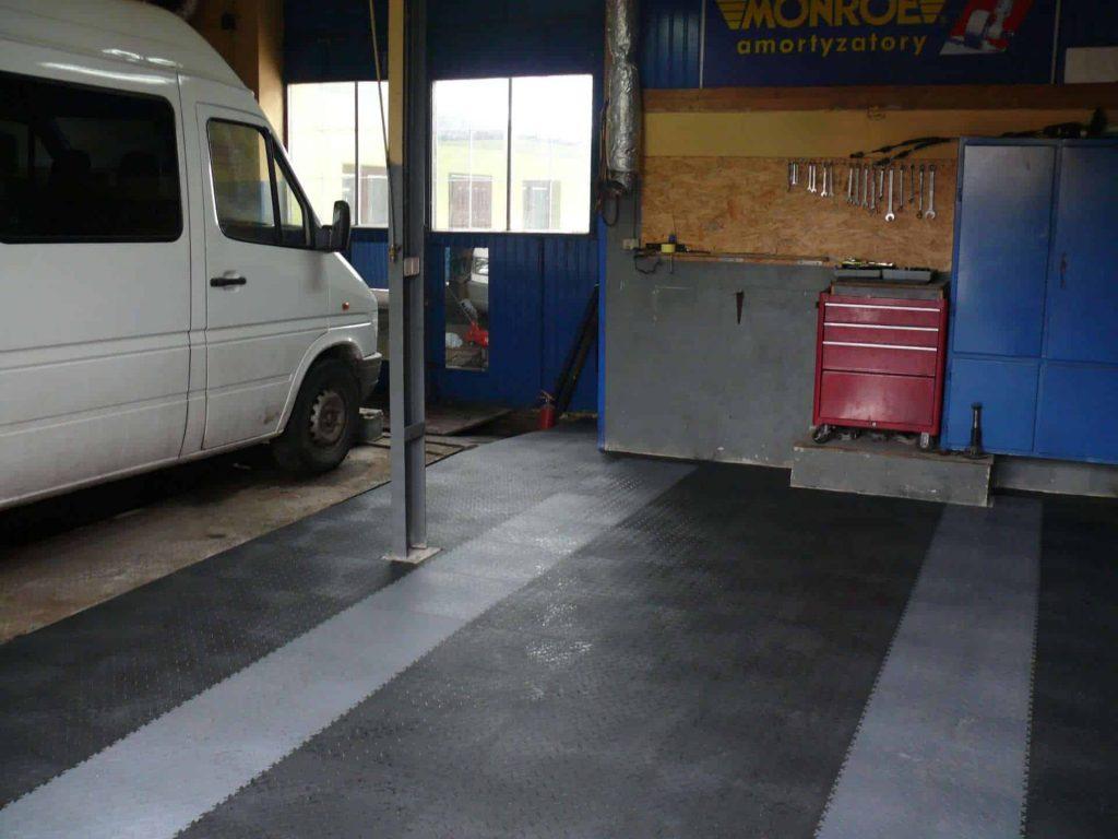 Warsztat samochodowy, Polska
