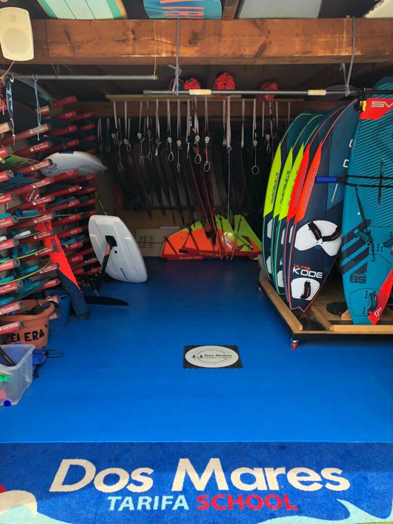 Wypożyczalnia surfingu, Hiszpania